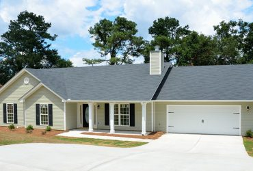 house lawn 370x250 - 2 Tips to Choose a Good Roof and Windows Sealant